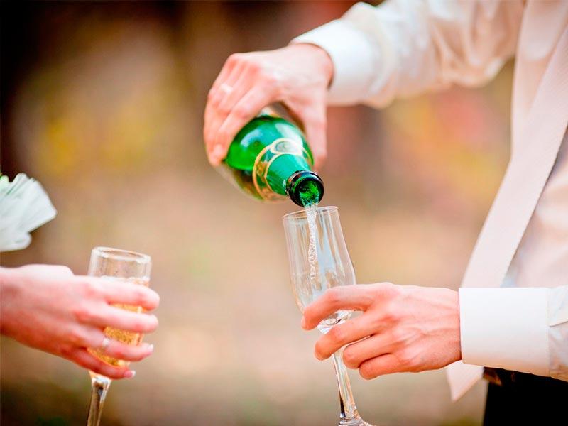 Cocteles con champagne Tragos prefectos para celebrar el amor