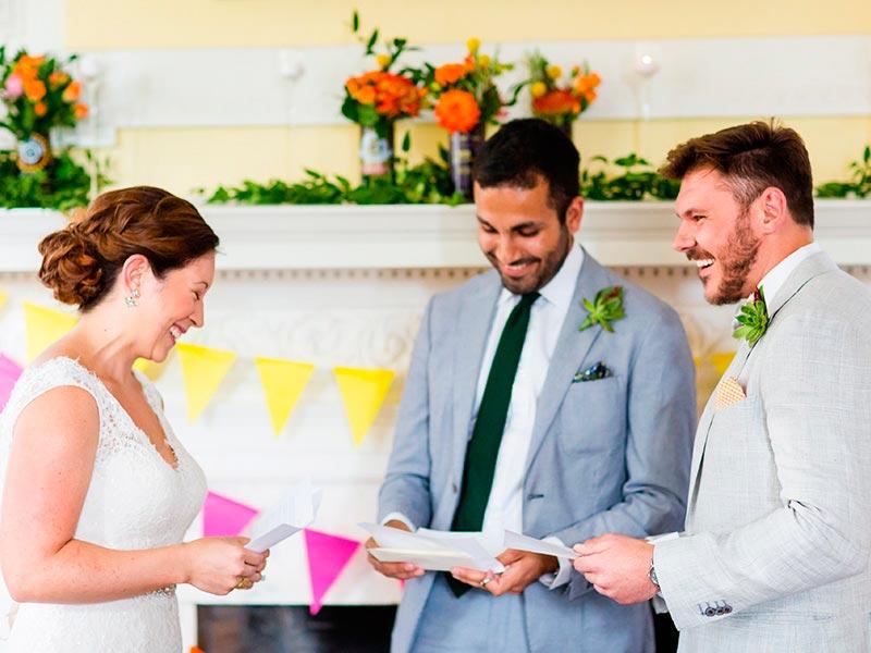 ¿Cómo hacer los votos matrimoniales? Escribe tu inolvidable promesa de amor