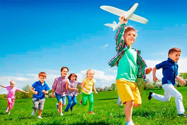Entretenidos juegos para niños Diversión en grande para los pequeños de la fiesta