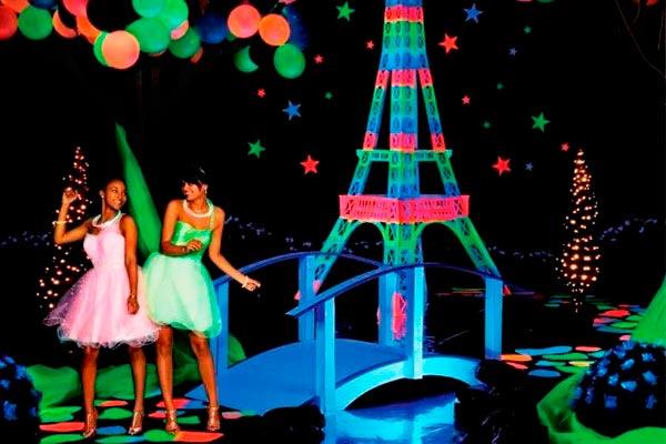 Fiesta fluorescente para tus 15 años. Temática de neon para quinceañeras