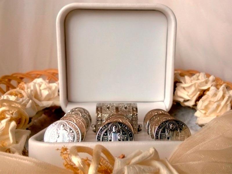 Origen y significado de las arras matrimoniales Símbolos para la buena fortuna