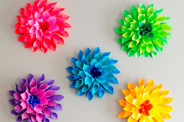 Originales flores de papel Idea para realizar coloridas dalias con papel