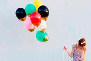 Pasos para decorar globos con confeti - Fantásticos globos escarchados
