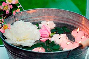 Arreglo floral rústico - Floridas cubetas para decorar el jardín