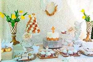 Decoración neutra para bautizo - Celestial bautizo en aúreo y blanco