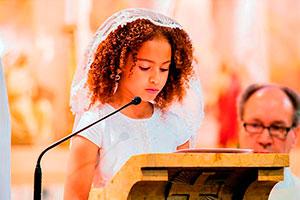 Primera comunión para tu hija - Hermosa y elegante eucaristía