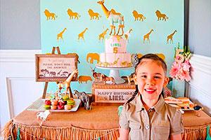 Fiesta de niña con temática safari - Sofisticado safari rosa y dorado en su cumpleaños