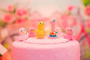 Ideas para el primer cumpleaños de tu hija - Colorido y primaveral cumpleaños de niña