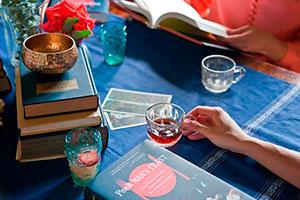 Una reunión para un club de lectura - Comida, libros y amigas: la combinación perfecta