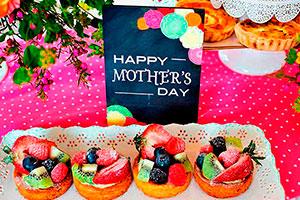 Colorido brunch para el día de las madres - Consiente a mamá con un delicioso brunch