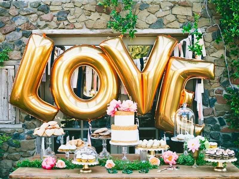 Una boda elegante y femenina Destellos rosas y dorados engalanan tu recepción