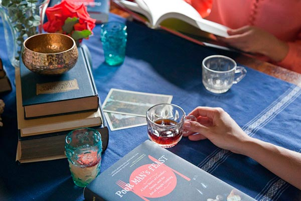 Una reunión para un club de lectura Comida, libros y amigas: la combinación perfecta